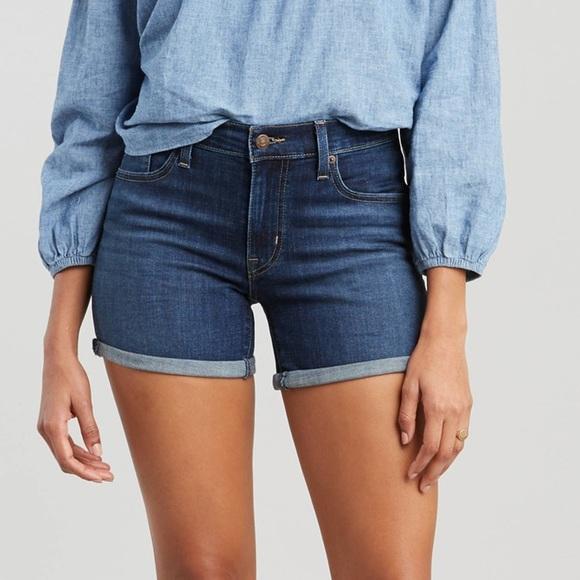 Levi's Pants - Levi's mid length shorts NWT